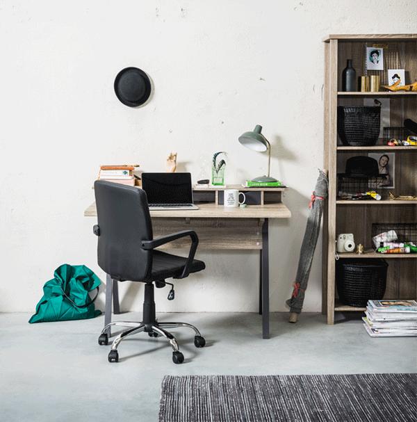 Regardez les bureaux et chaises de bureaux