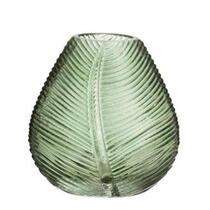 Vase Richard en couleur vert a des dimensions de 11,5x11 cm.