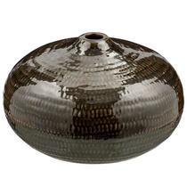 Le vase Freek de 16x26 cm est vert olive.
