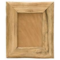 Fotolijst Max is een teak houten lijst geschikt voor fotoformaat 13x18 cm. Geef je favoriete foto een stoer kader met lijst Max.