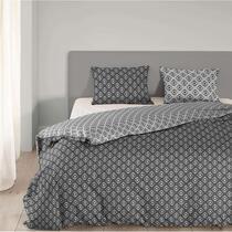 Dit antracietgrijze dekbedovertrek met print zal prachtig staan in uw slaapkamer. Dit overtrek is gemaakt van 100% katoen en geschikt voor een lits-jumeauxbed.