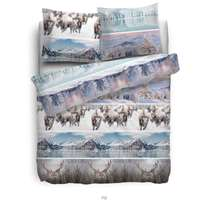 Het Heckett & Lane Rijk flanellen dekbedovertrek is voorzien van een mooie print in zachte kleuren. De print bestaat uit verschillende stroken met besneeuwde bergen, herten en andere winterse landschappen.