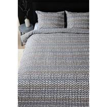 Dekbedovertrek Striped Knit heeft een streepdessin. Striped Knit heeft de kleuren antraciet, grijs, taupe, zand en wit. Het dekbedovertrek is van flanel, gemaakt van 100% katoen.