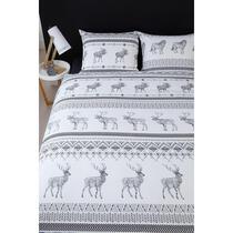 Dekbedovertrek Brent heeft een Noors banenpatroon. Op het overtrek zijn verschillende winterse dieren afgebeeld, zoals een eland. Dekbedovertrek Brent is gemaakt van 100% flanel.