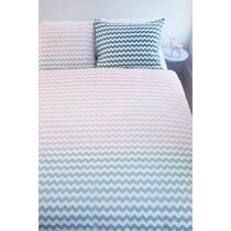 Dekbebovertrek Mick heeft een indrukwekkend kleurverloop in pasteltinten. De print van het overtrek loopt in een mooie kleurverloop van roze over in mint groen. Dekbedovertrek Mick is gemaakt van 100% katoen.