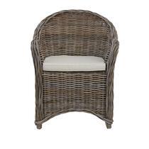 Wie dacht dat rotan meubels gedateerd waren, heeft het mis! Deze bijzondere HSM Collection rotan stoel Parma kun je zowel binnen als buiten gebruiken. De golvende vormen en armleuningen zorgen ervoor dat je comfortabel zit