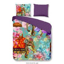 Op dit kleurrijke dekbedovertrek staan olifanten en bloemen afgebeeld. Op de andere zijde vind je een lichtpaars motief op een donkergrijze achtergrond.