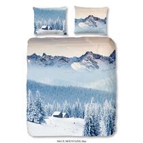 Dit enkelzijdige, blauwe dekbedovertrek is bedrukt met een foto van gebergte en sneeuw. Dit dekbedovertrek is een aanvulling voor uw slaapkamer!