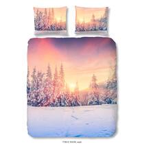 Sur cette parure de couette multicolore se trouve un imprimé d'un forêt enneigé. La housse est imprimée de deux côtés. Cet article est un vrai atout dans votre chambre à coucher!