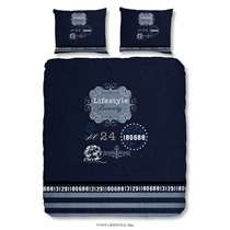 Dit blauwe dekbedovertrek heeft een lifestyle tekst en is dubbelzijdig bedrukt. Dit dekbedovertrek is een aanvulling voor uw slaapkamer!