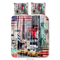 Dit multicolor dekbedovertrek is bedrukt met kenmerken van New York zoals het vrijheidsbeeld, gele taxi's en de Amerikaanse vlag en is dubbelzijdig bedrukt. Dit dekbedovertrek is een aanvulling voor uw slaapkamer!