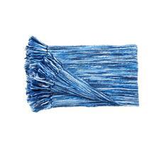 Plaid Submarine van het merk Kaat Amsterdam is een prachtig blauwkleurige deken. Submarine is geweven van zacht garen met een structuureffect.