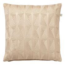 Contro is een sierkussen met een mooie glanzende print op de voorzijde. Dit kussen is geschikt voor een moderne en bohemian inrichting. Sierkussen Contro is gemaakt van katoen en heeft een effen achterzijde.