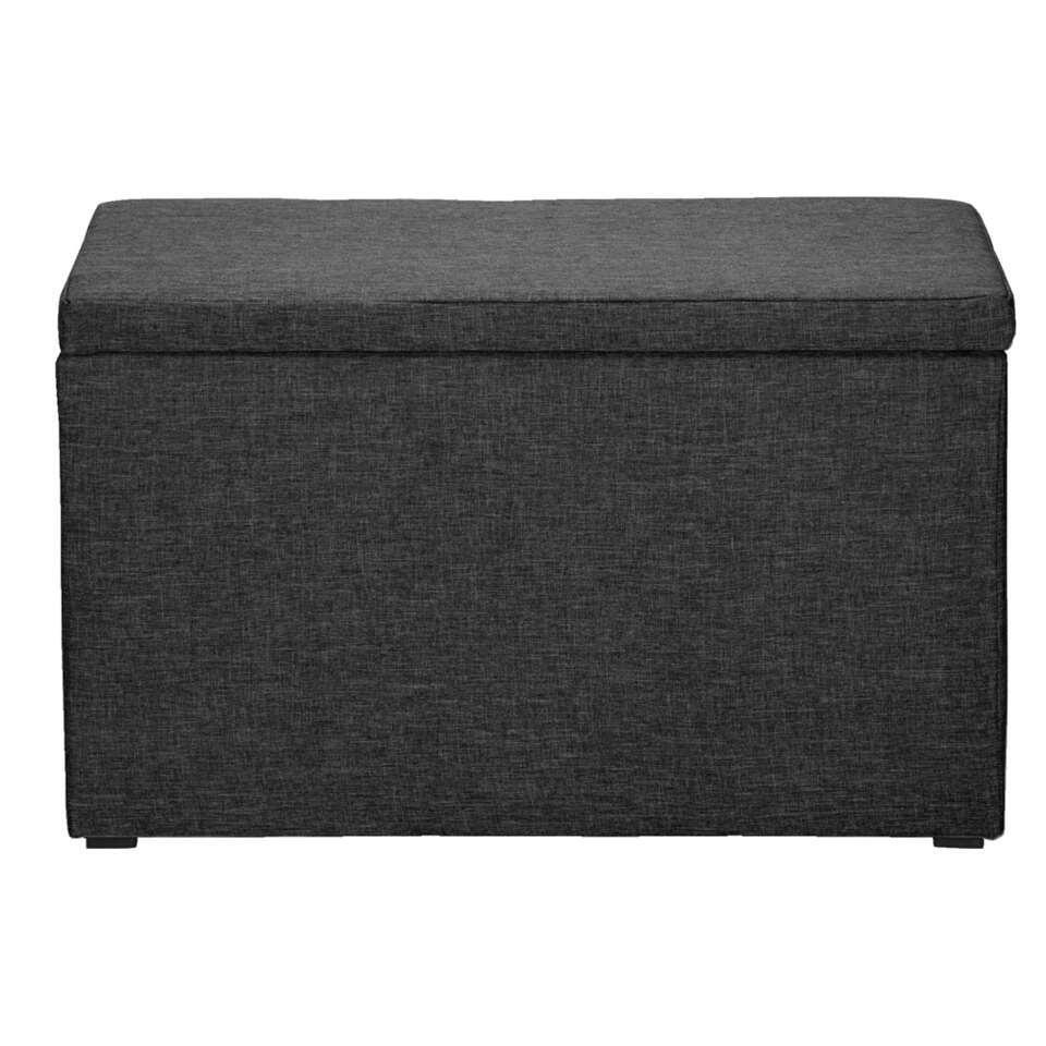 Deze mooie, beklede Kasper hocker is perfect voor bij de sofa, stoel of zelfs bij het bed. Gebruik hem als voetenbankje, bijzettafel of zelfs als opslagruimte.