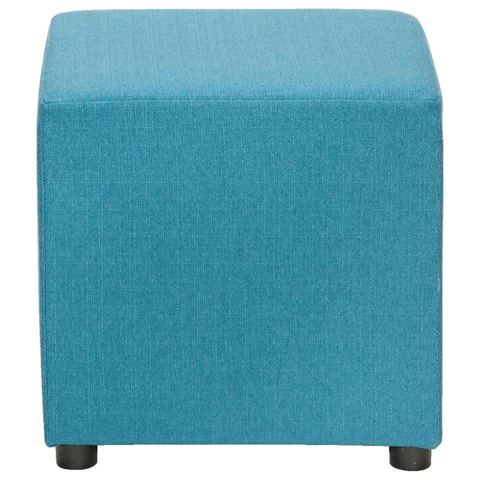 Geef je interieur een vrolijke uitstraling met de hocker Noah in petrolkleurige stoffering. Het is een meubelstuk met vele toepassingen: voetenbank en zelfs bijzettafel. Dit model is in meerdere kleuren en uitvoeringen leverbaar.
