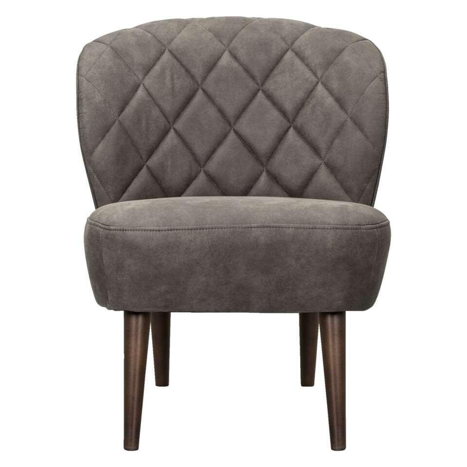 Deze mooie vormgegeven fauteuil Vita is bekleed met meubelstof Preston in de kleur antracietgrijs. Vita heeft donkerbruine elegante pootjes. Deze stoel heeft een stoere en eigentijdse uitstraling en look die bij ieder interieur pa