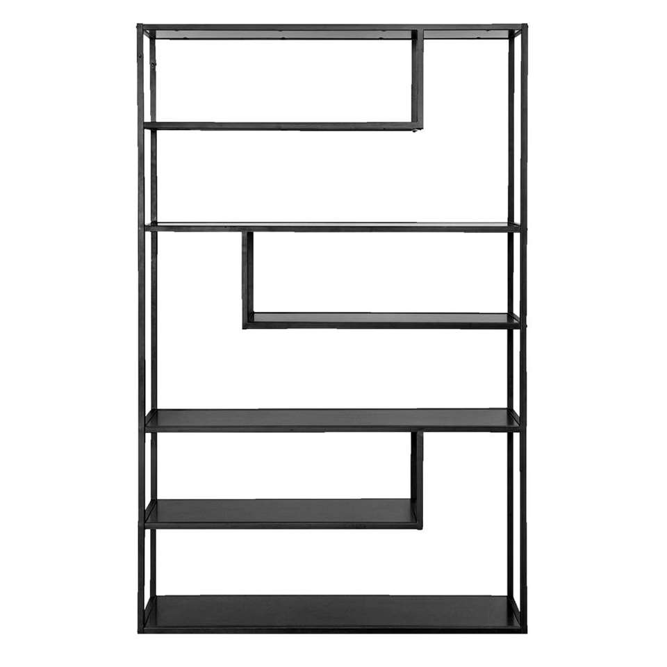 Woood boekenkast Teun heeft een eigentijdse en industriële look. De vakverdeling is anders dan anders en dat geeft deze kast een speels karakter.