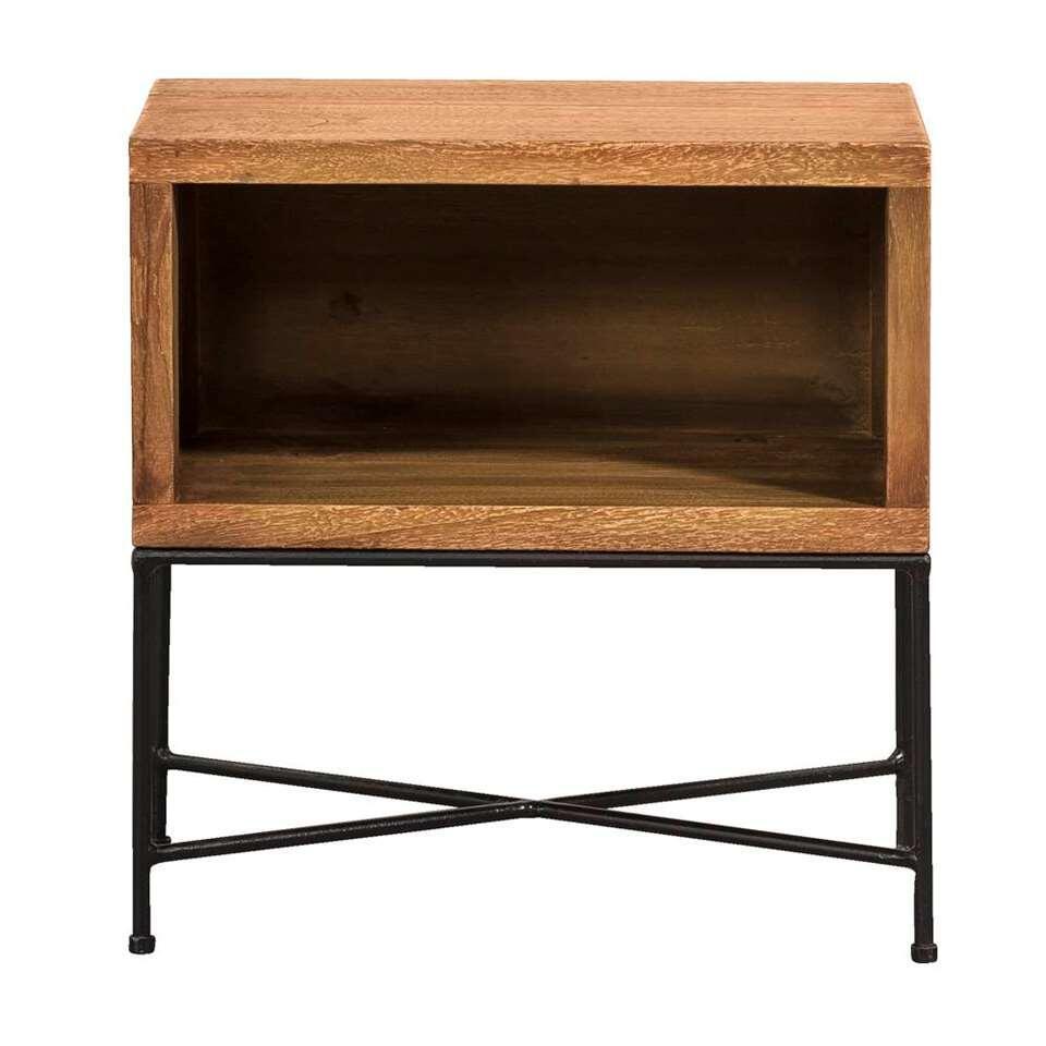 Halkast Rob heeft een landelijk en stoer uiterlijk. De kast is gemaakt van een combinatie van gerecycled hout en metaal en hij is zwart en naturel van kleur.