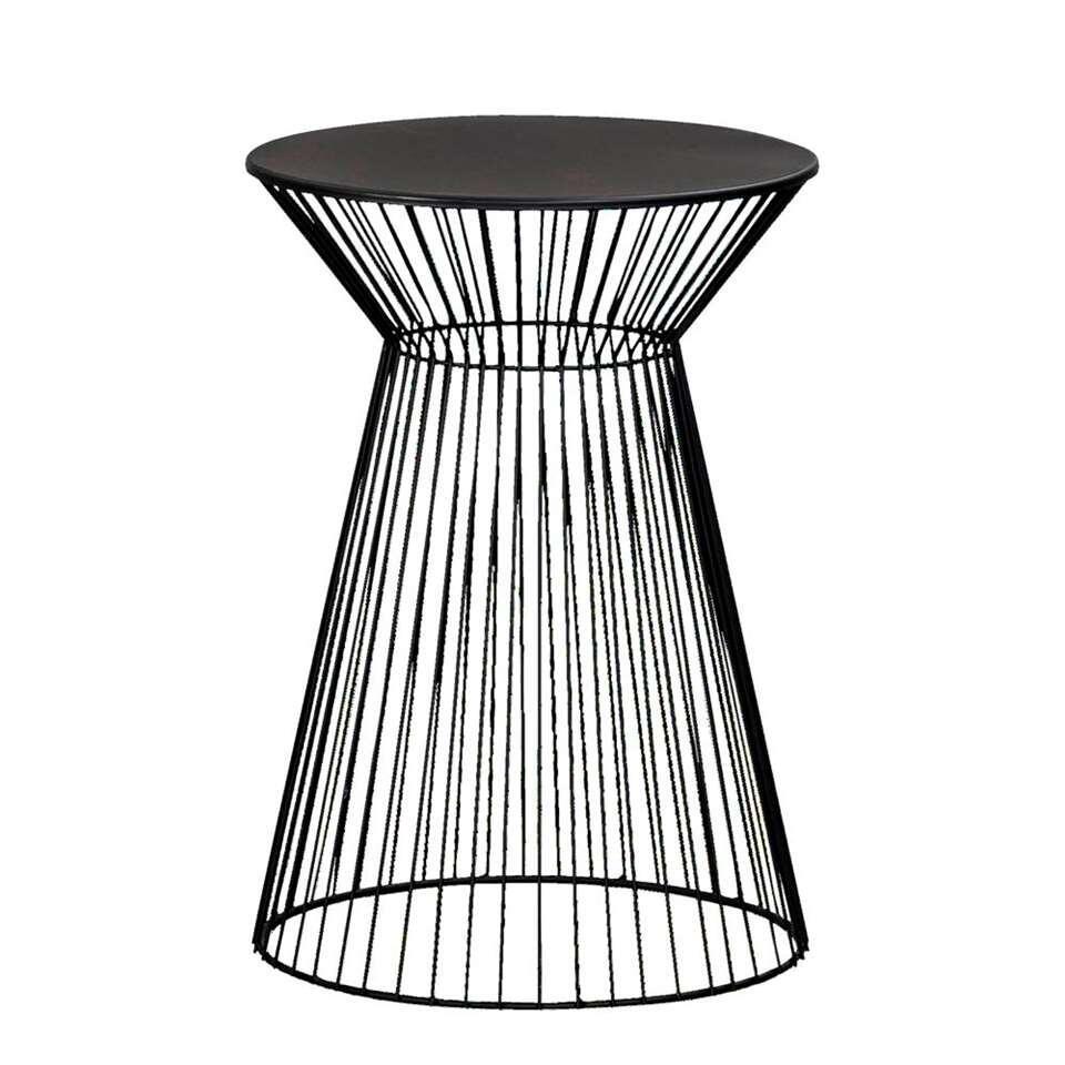 Bijzettafel Napels is een moderne tafel gemaakt van metaal. Het tafeltje is zwart van kleur. Napels biedt veel ruimte om leuke decoratie of handige dingen op te zetten en te leggen.