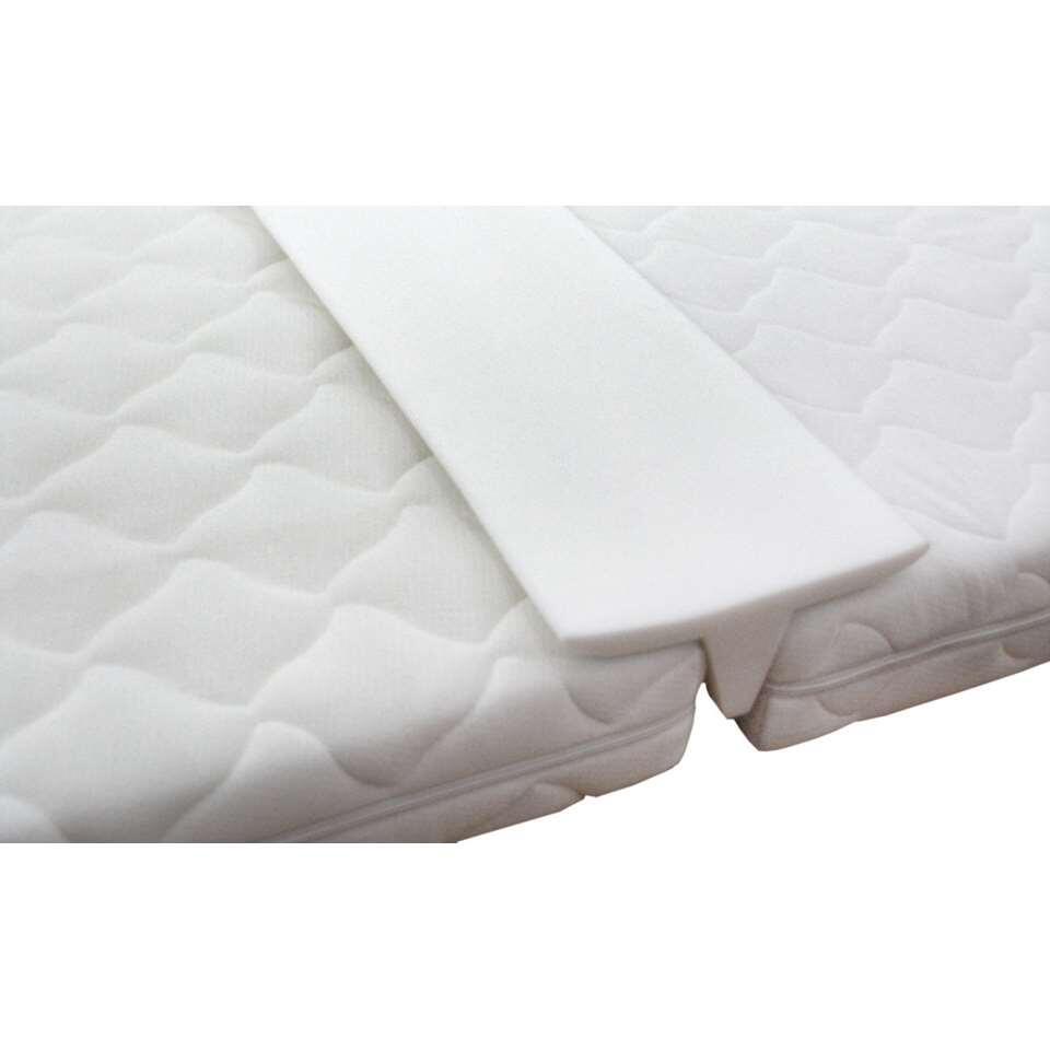 Matraswig is de perfecte oplossing om de naad tussen twee matrassen te verbergen. Geschikt voor matrassen van 200 cm lang.