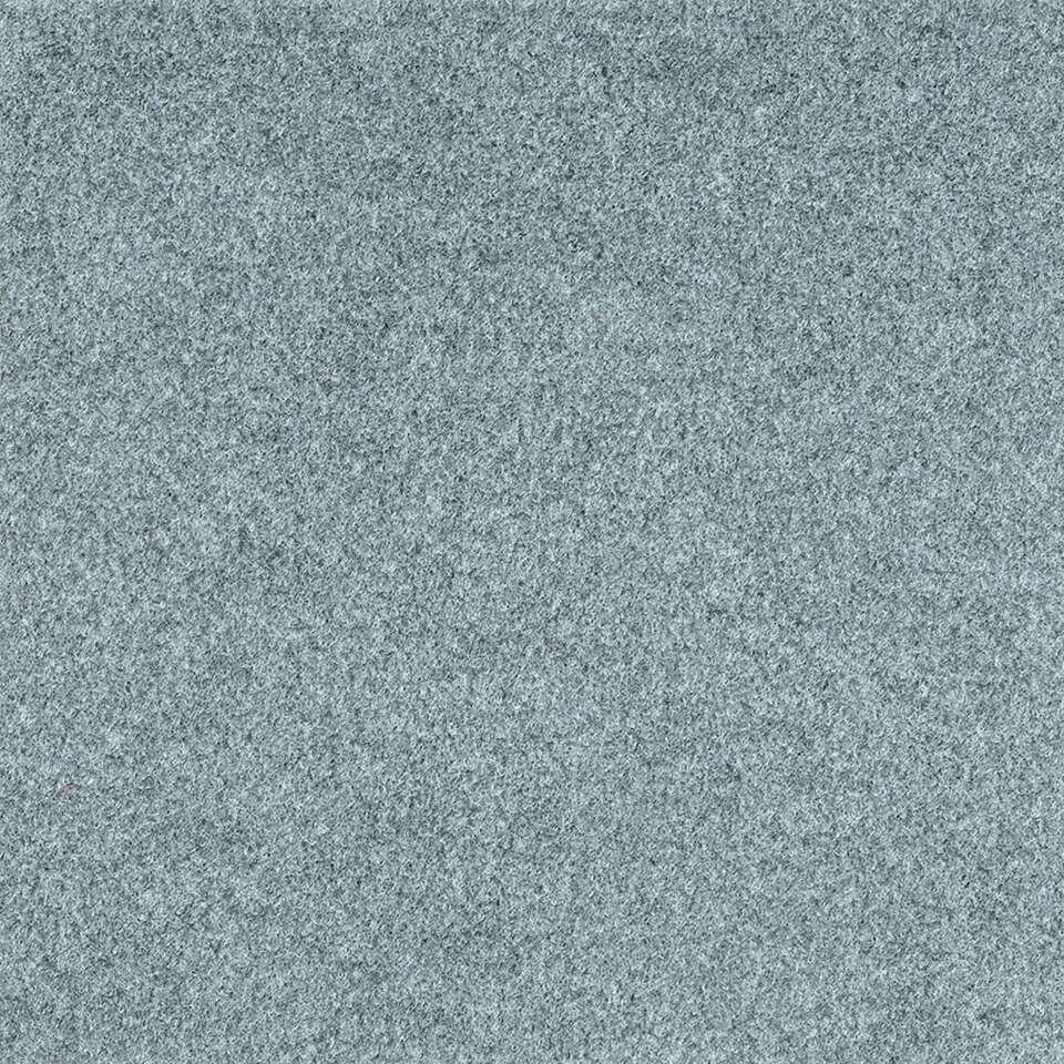 Tegel Orlando is een haarvilt tapijttegel in de kleur grijs. Orlando heeft een polyflex rug en een afmeting van 50x50 cm. De tegel wordt per stuk verkocht.