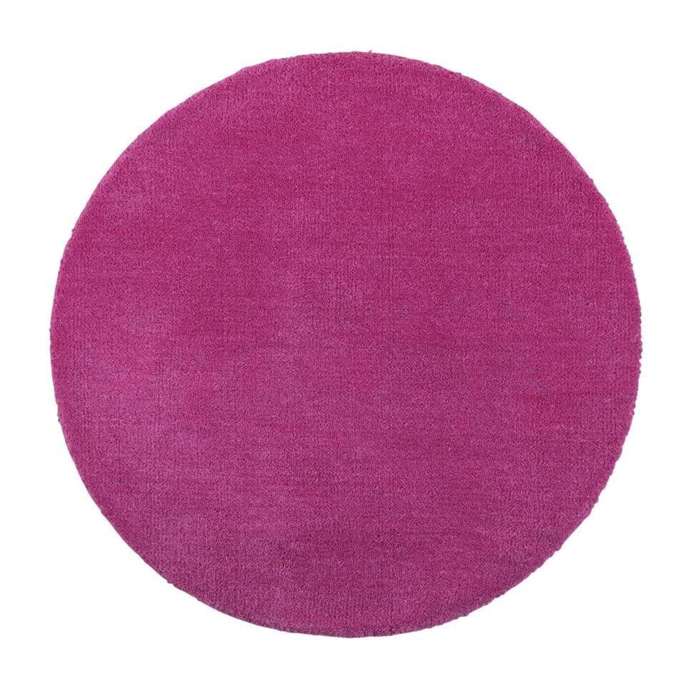 Vloerkleed Colours is een lief roze vloerkleedje geschikt voor in een meisjeskamer. Leg dit vloerkleed voor het bed, omdat het kleed gemaakt is van 100% wol is het kleed perfect voor het opwarmen van koude voetjes! Afmeting: 68 c
