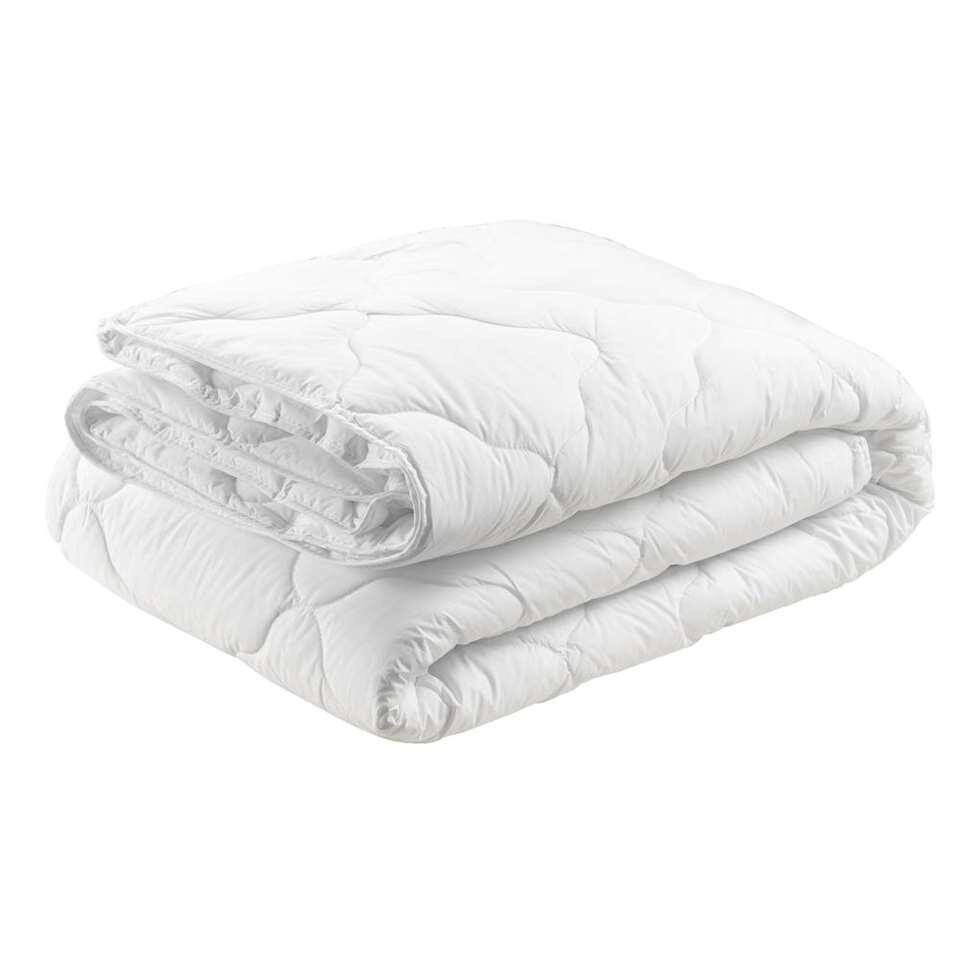 Dekbed Cybele is een heerlijk zacht en comfortabel dekbed met veerkrachtige polyestervezel vulling en luxe fijn geweven percale katoenen tijk. Het dekbed heeft een afmeting van 240x220 cm.