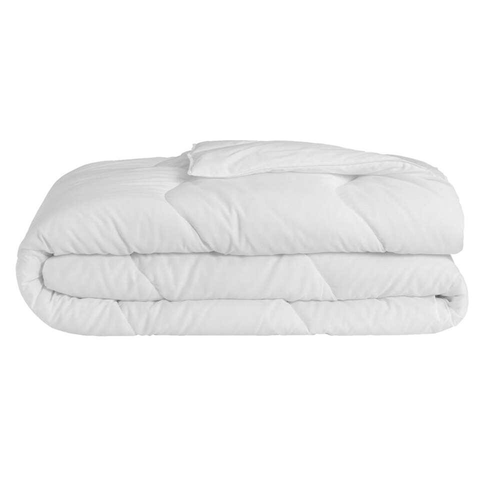 Zomerdekbed Eris heeft een afmeting van 200x200 cm. Het dekbed zorgt voor prettige temperatuur en warmtehuishouding in bed.