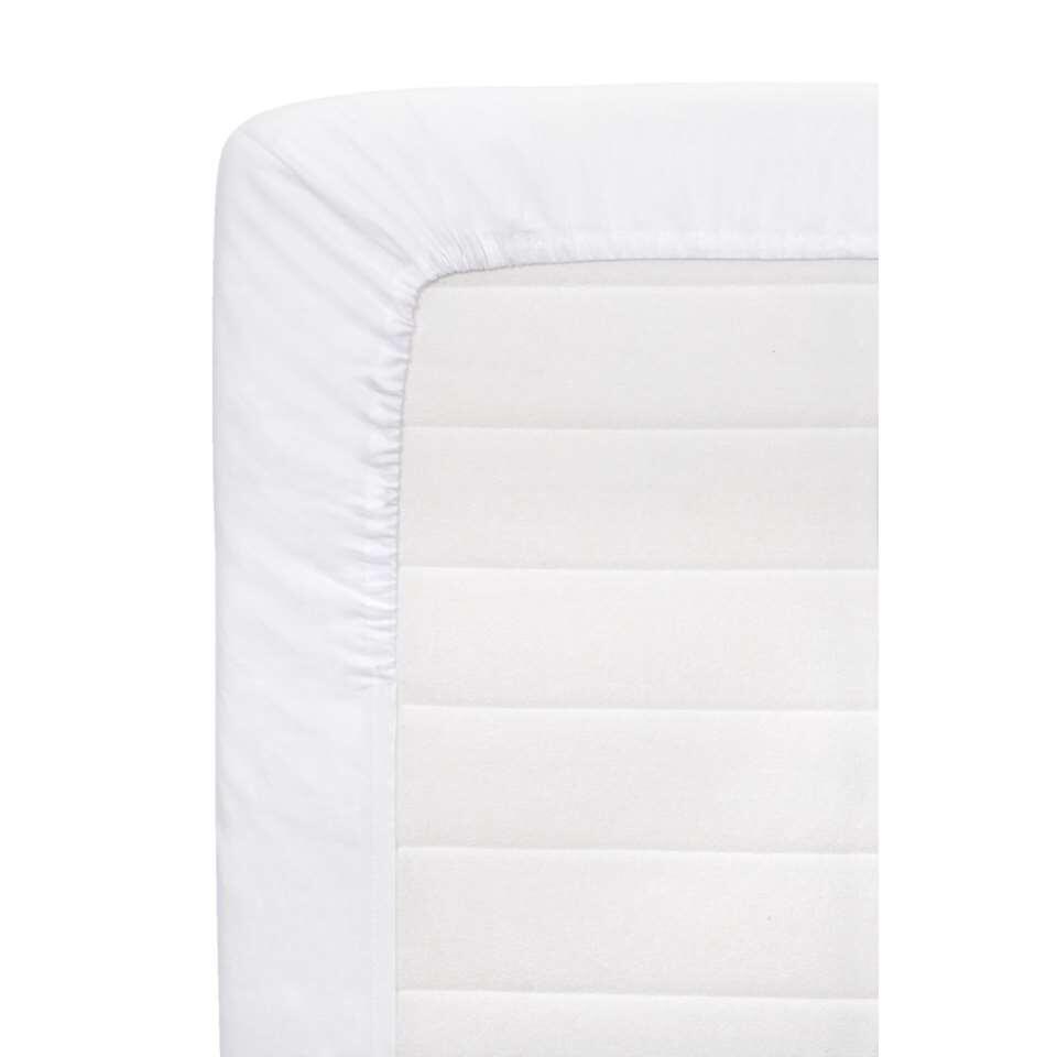 Dit witte hoeslaken is voorzien van elastieken randen en past perfect om je matras. Combineer het met ander beddengoed om zo een sfeervol geheel te creëren. Het laken heeft een afmeting van 120 x 200 cm.