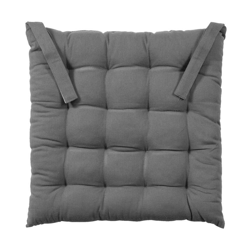Dankzij dit zitkussen Ferran zit je lekker zacht in je stoel. Gebruik het voor op je eetkamerstoel of tuinstoel. Het kussen is antraciet van kleur, gemaakt van 100% katoen en heeft een afmeting van 40 x40 x 5cm.