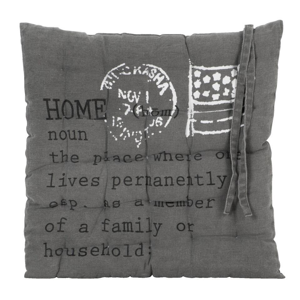 Zitkussen Home heeft een landelijk stoere stijl en is zowel leuk voor binnen én buiten. Haal het kussentje 's avonds wel altijd even naar binnen. Het zitkussen heeft een dikte van 3 cm en zorgt dus voor een comfortabele zit.