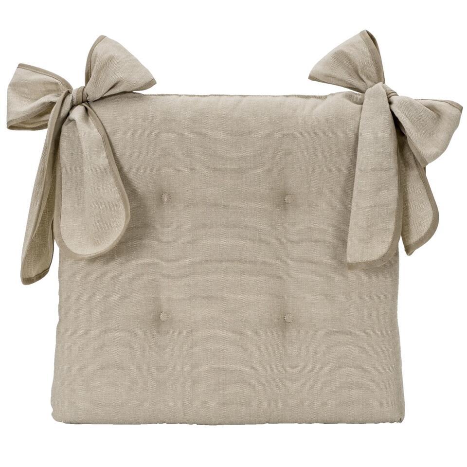 Zitkussen Rebekka is een lekker zacht kussen voor eetkamerstoelen. Het kussen heeft een stijlvolle linnenlook en is gemaakt van 50% polyester en 50$% katoen en heeft een afmeting van 42x44x7 cm.