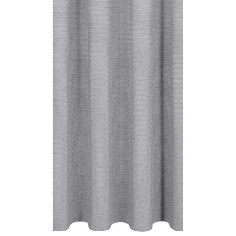 Gordijnstof Ian heeft een hele chique uitstraling. Met deze gordijnstof bepaal je ook de stijl in huis. De gordijnstof is uitgevoerd in lichtgrijs en is gemaakt van 52% polyester en 48% katoen.
