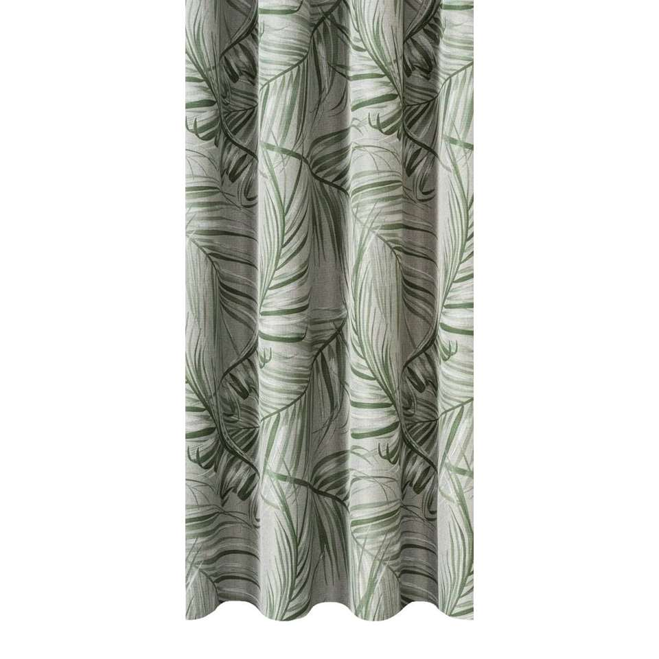 Gordijnstof David zorgt voor een warme sfeer in huis. Dit verduisterende gordijn is grijs/groen van kleur en kan makkelijk gecombineerd worden met een stoere interieurstijl.