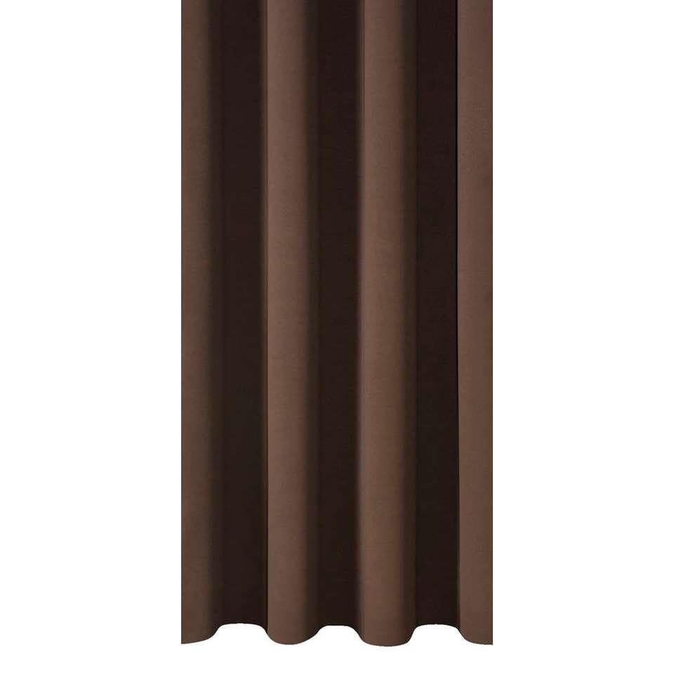 Met de gordijnstof Como breng je sfeer in huis. Deze gordijnstof is uitgevoerd in de kleur bruin en is effen van kleur. De stof is gemaakt van 100% polyester en is tot 95% verduisterend.