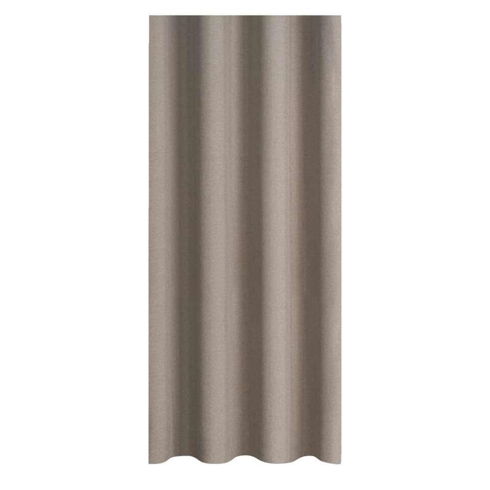 Gordijnstof Xavi zorgt voor een warme sfeer in huis. Het gordijn is taupe en kan daarom makkelijk gecombineerd worden met haast elke interieurstijl. Deze stof is gemaakt van 100% polyester en heeft een stoere en eigentijdse look.