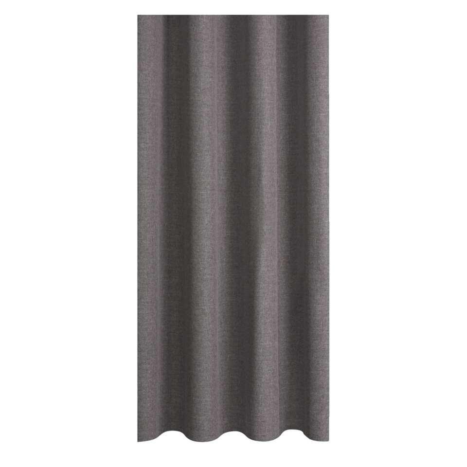 Gordijnstof Xavi zorgt voor een warme sfeer in huis. Het gordijn is grijs en kan makkelijk gecombineerd worden met elke interieurstijl. Deze stof is gemaakt van 100% polyester en heeft een stoere en eigentijdse look.