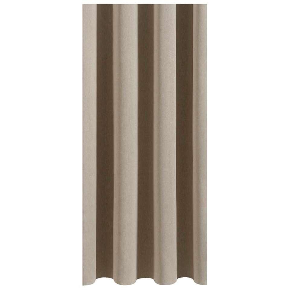 Gordijnstof Aiden is een elegante polyesterstof in de kleur beige. Doordat je deze gordijnstof helemaal naar je eigen zin kunt laten maken, is dit een perfecte gordijnstof voor iedere woonruimte.