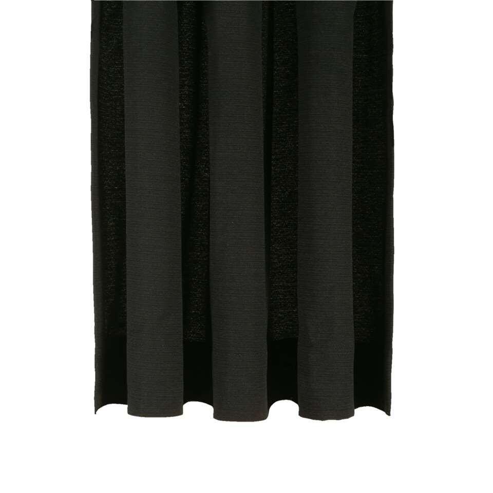 Gordijnstof Ian heeft een hele chique uitstraling. Met deze gordijnstof bepaal je ook de stijl in huis. De gordijnstof is uitgevoerd in zwart en is gemaakt van 52% polyester en 48% katoen.