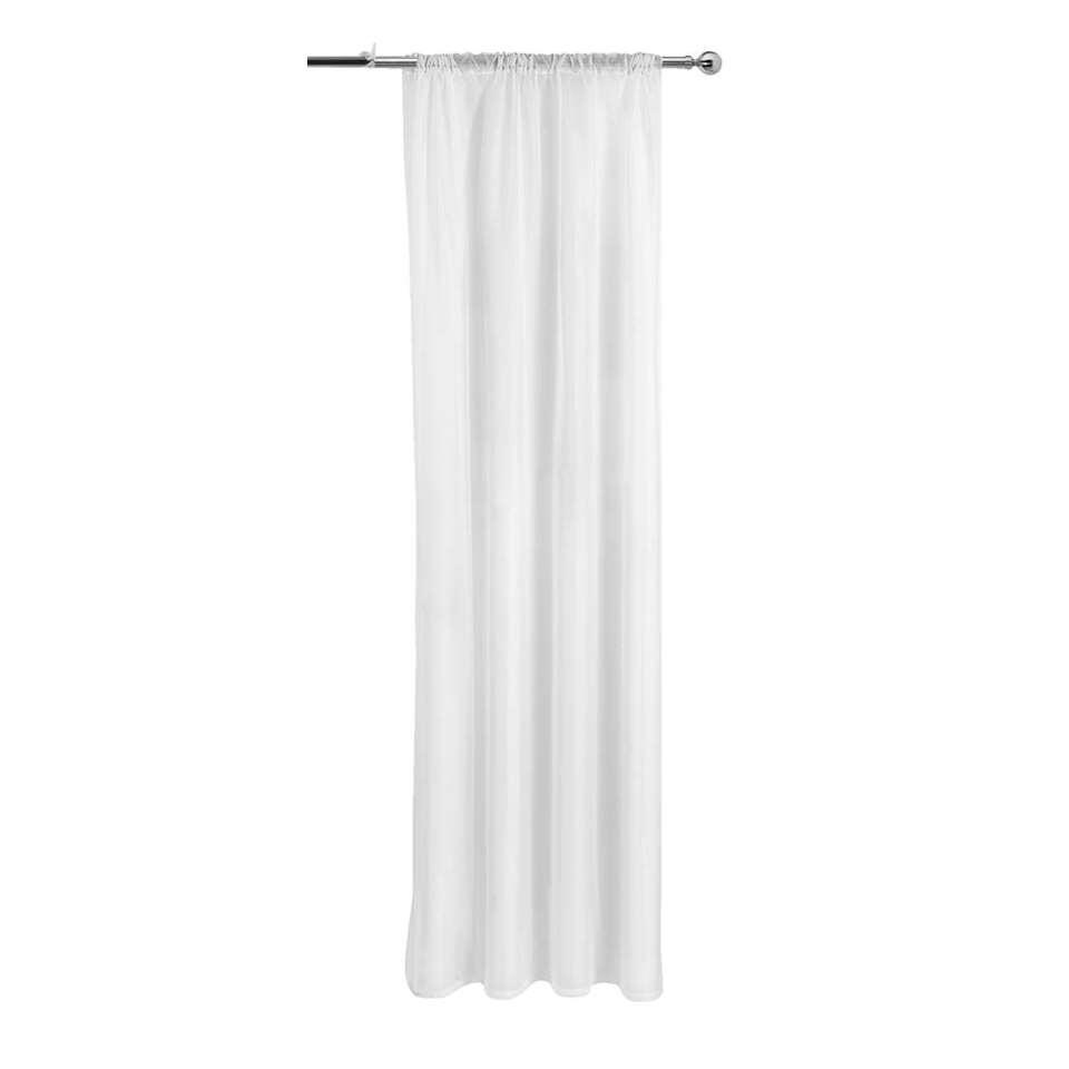 Vitrage Silke is een mooi voile gordijn in de kleur wit. Dit kant en klaar gordijn heeft een afmeting van 250x140 cm. Met zijn romantische uiterlijk past deze vitrage perfect in een landelijke stijl.