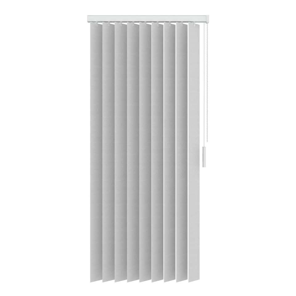 Een verticale lamel gemaakt van van lichtdoorlatende uni stoffen. De lamel heeft een afmeting van 150x260 cm en is 89 mm breed. Inclusief rail.
