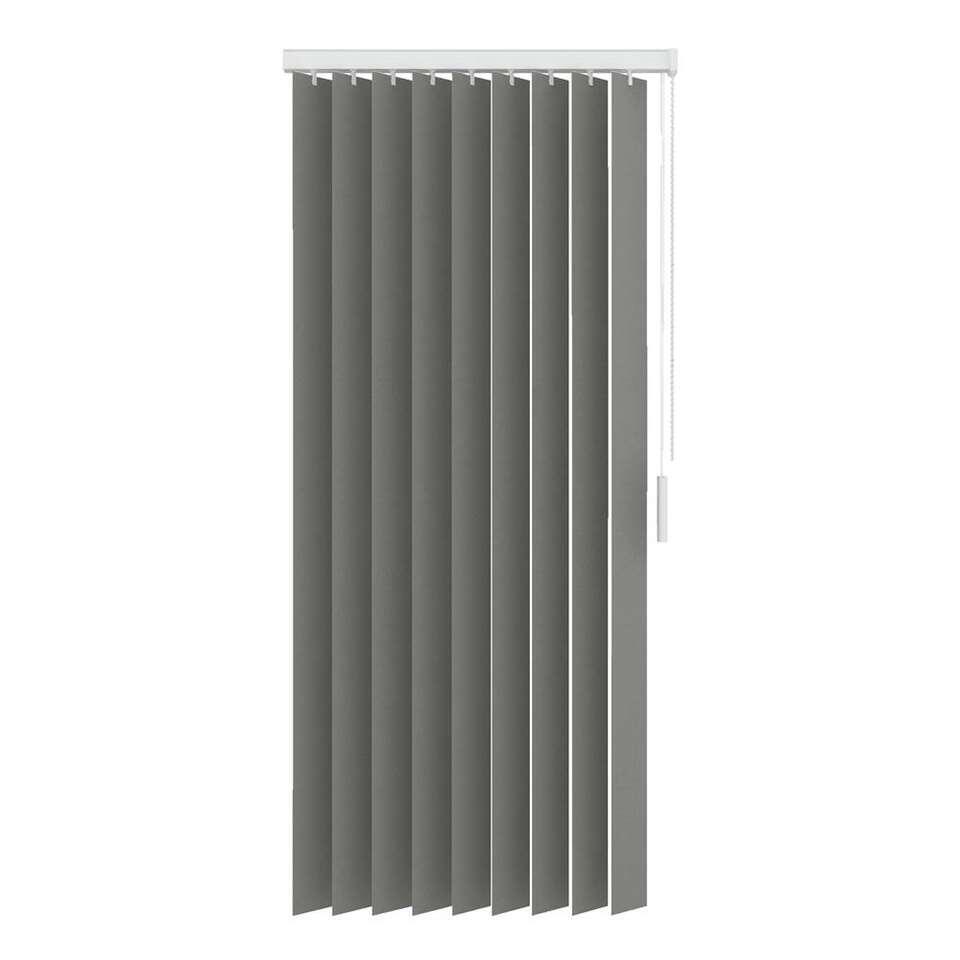 Een verticale lamel gemaakt van lichtdoorlatende uni stoffen. De lamel heeft een afmeting van 150x180 cm en is 89 mm breed. Inclusief rail.