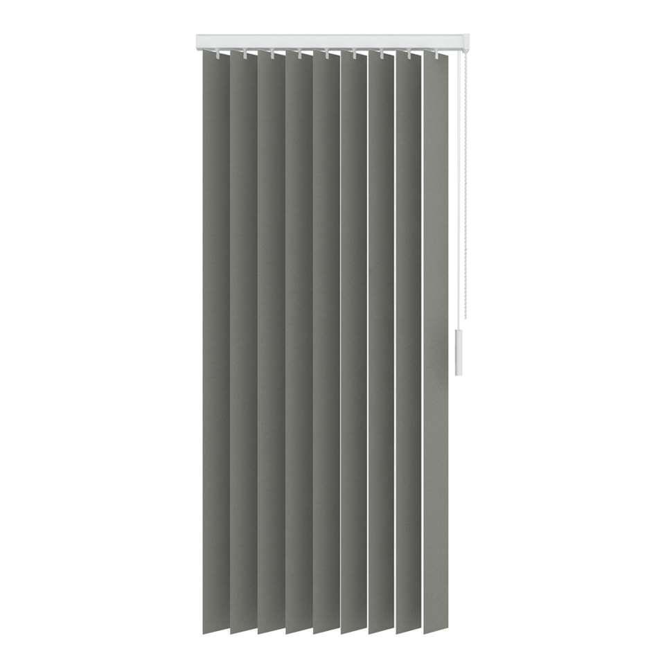 Een verticale lamel gemaakt van lichtdoorlatende uni stoffen. De lamel heeft een afmeting van 250x260 cm en is 89 mm breed. Inclusief rail.