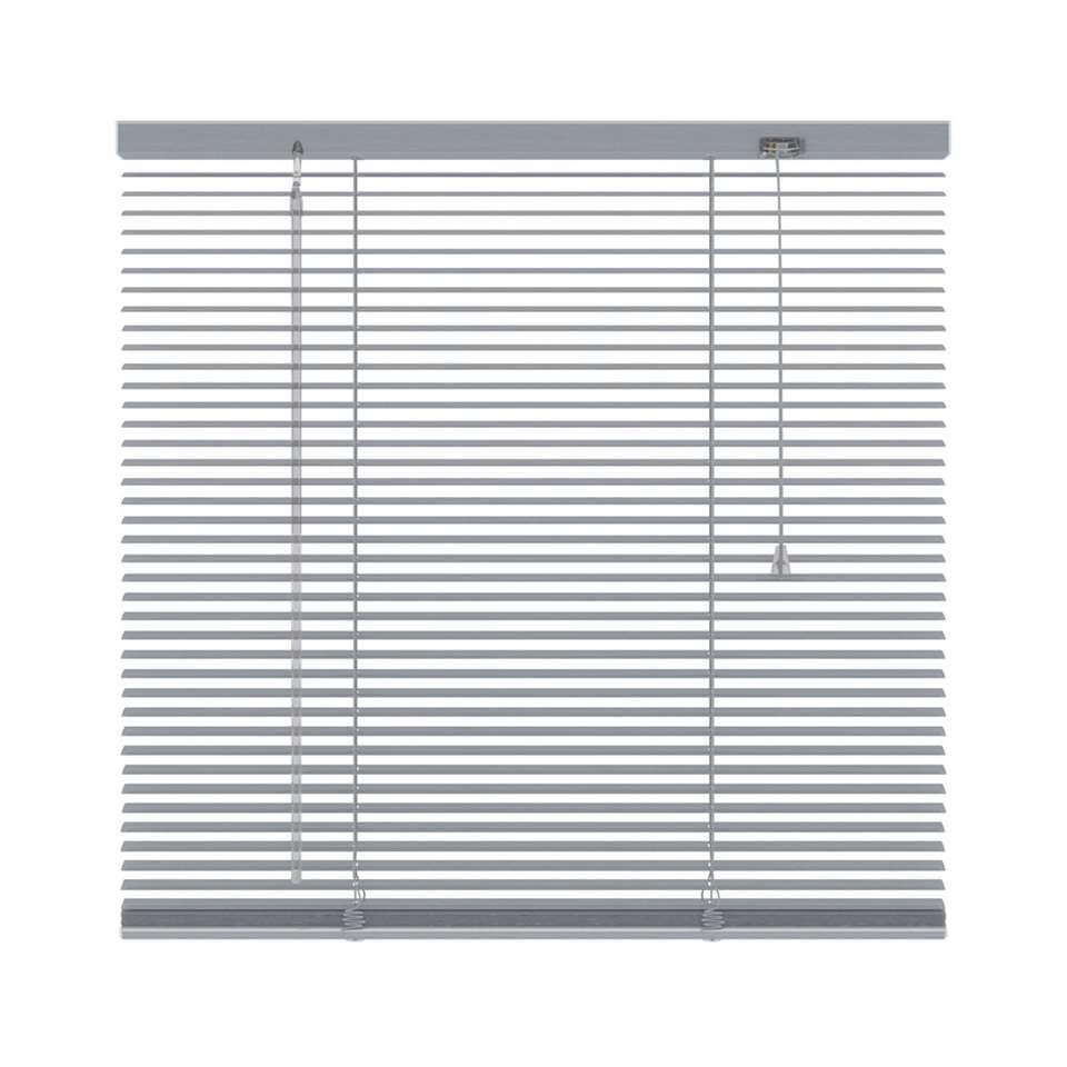 Deze aluminium horizontale jaloezie met een afmeting van 120x130 cm hebben een breedte van 16 mm. De bediening bestaat uit een tuimelstaaf en optrekkoord.