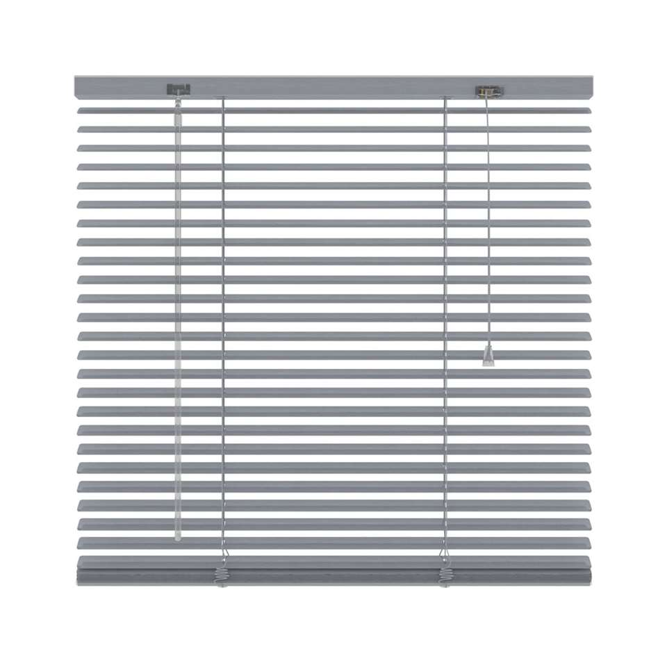 Deze aluminium horizontale jaloezie met een afmeting van 120x250 cm hebben een breedte van 25 mm. De bediening bestaat uit een tuimelstaaf en optrekkoord.