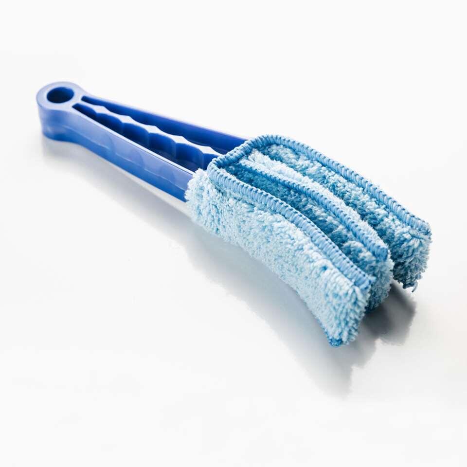 Eenvoudig je horizontale jaloezie aluminium 25 mm schoonmaken? Dat kan met een lamelreiniger. Met de lamelreiniger reinig je de boven- en onderkant van de lamel tegelijk schoon.