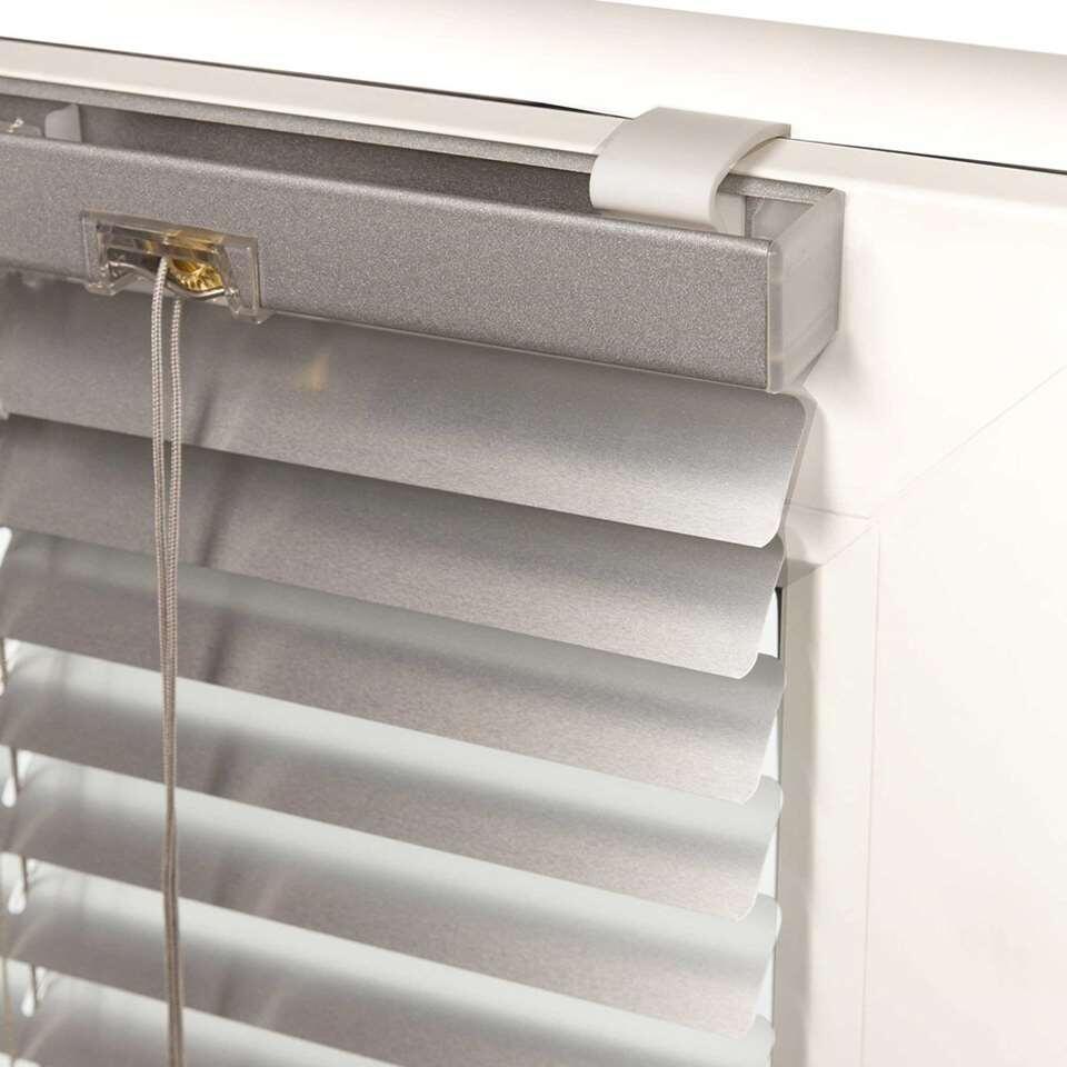 Zonder boren eenvoudig je horizontale jaloezie aluminium bevestigen op een houten of kunststof draai-kiepraam. Geschikt voor 16 en 25 mm aluminium jaloezieën.