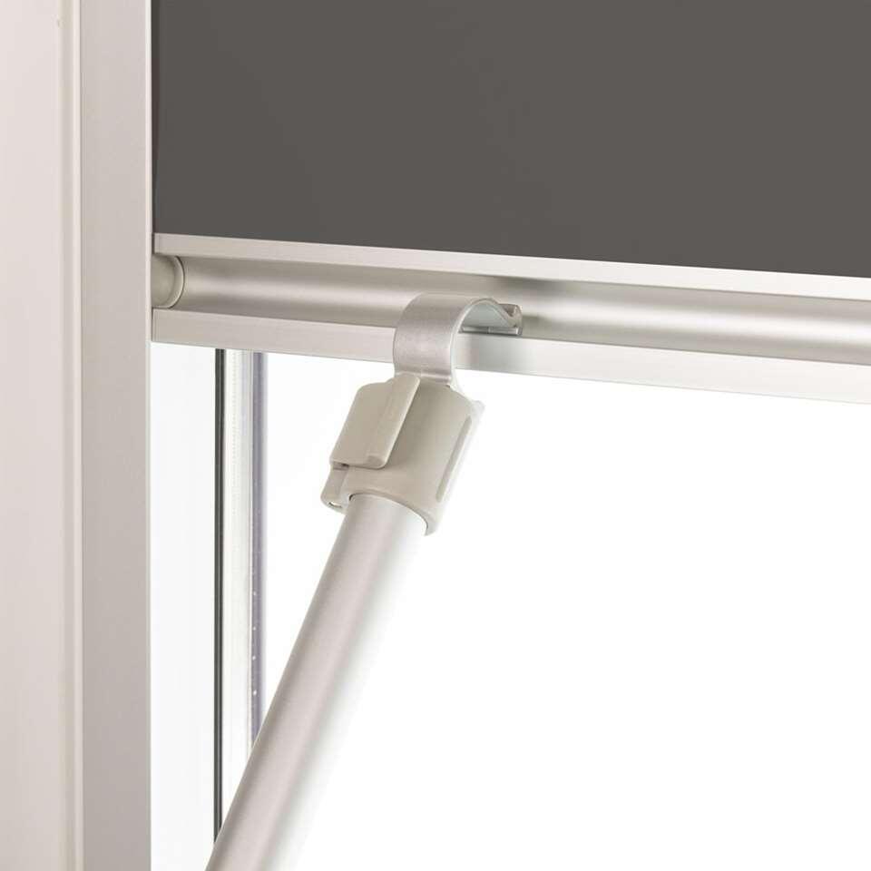 Een bedieningsstok voor het eenvoudig bedienen van hoger gelegen dakramen en raamdecoratie waar je met de hand niet bij kan. De bedieningsstok is uitschuifbaar tot 191 cm en direct klaar voor gebruik.