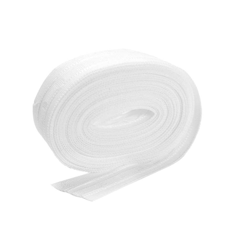 Witte gordijnband 3 plooi 29 mm, lengte 5,6 meter. Om zelf gordijnen te maken of op de juiste maat te naaien.