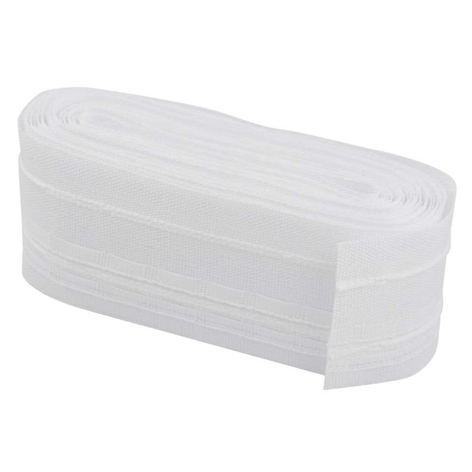 Witte instrijkbare gordijnband van 50 mm en een lengte van 5,6 meter. Om zelf gordijnen te maken of op de juiste maat te naaien.